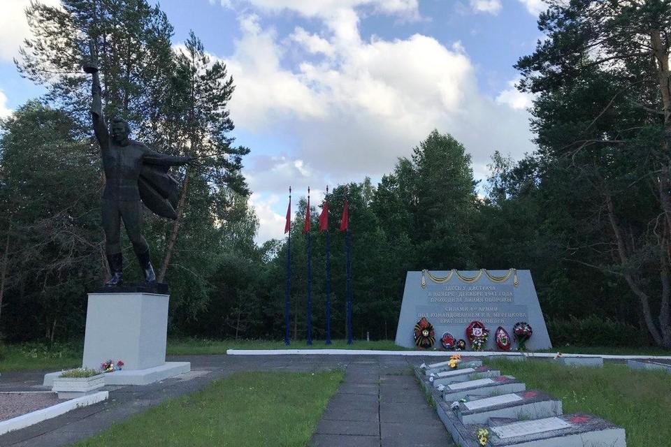 Ежегодно в День Победы у мемориала в Бокситогорском районе встречаются ветераны.