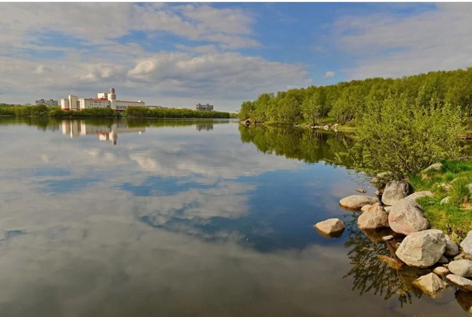 В июле сотрудники Института проблем промышленной экологии Севера отправились с экспедицией на полуострова Рыбачий и Средний, чтобы взять пробы воды и донных отложений в малых озерах