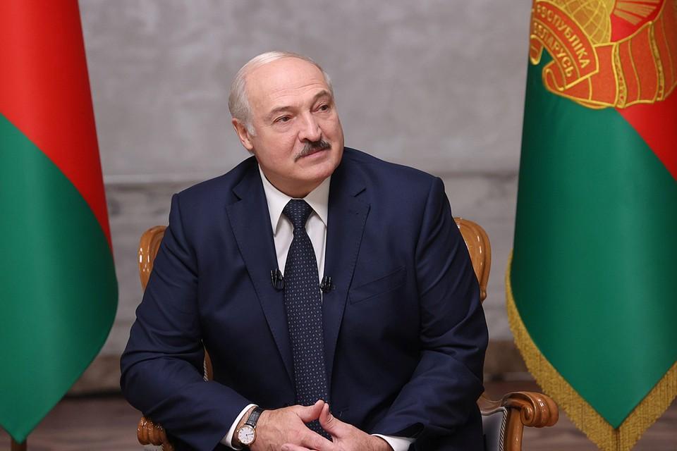 Лукашенко отметил, что именно из-за истории с задержанием 33 россиян он позже уволил Вакульчика с должности руководителя КГБ