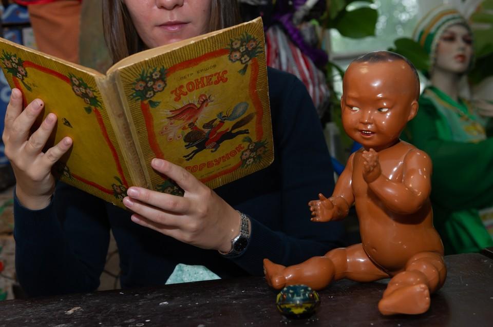 Блокадный фонд музея насчитывает около 300 экспонатов. И у каждой куколки – своя пронзительная история