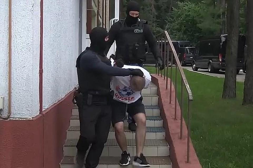 Момент задержания россиян в Минске. Фото: скрин видео