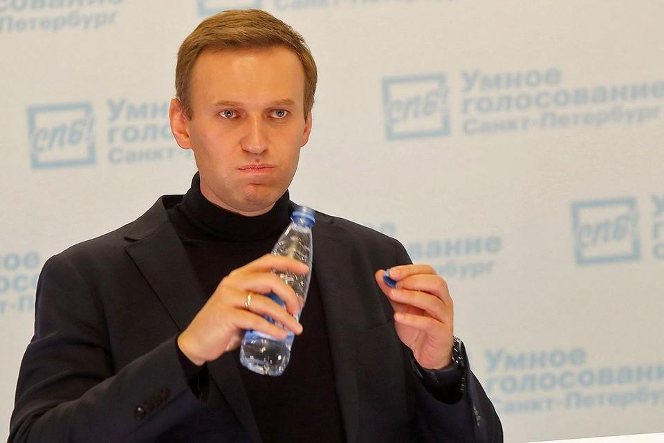 Предположительно, Навального отравили водой из бутылки.