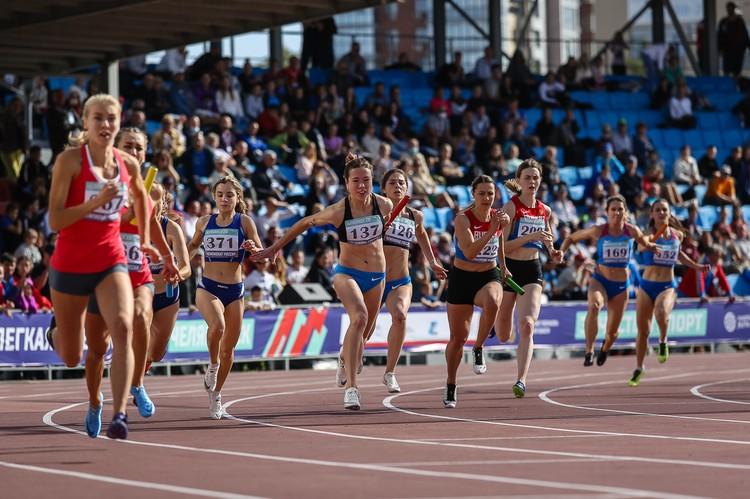 На турнир в Челябинск приехало почти 900 легкоатлетов.