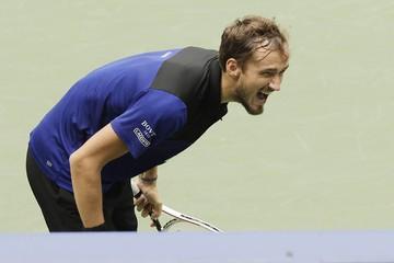 «Ой, простите. Кажется, я кого-то убил»: Даниилом Медведевым вновь овладели демоны и он проиграл US Open