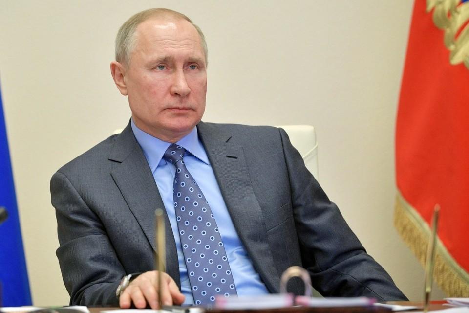 Путин поручил подготовить первую партию вакцины для Белоруссии