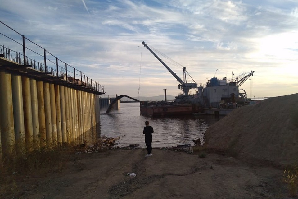 Временная дамба закроет проем и защитит низины города от воды