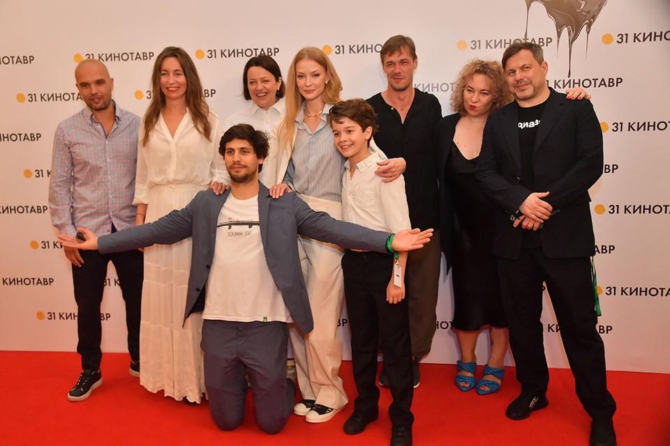 Посмотреть драму Александра Молочникова «Скажи ей» со Светланой Ходченковой в главной роли пришёл весь цвет фестиваля «Кинотавр» в Сочи.