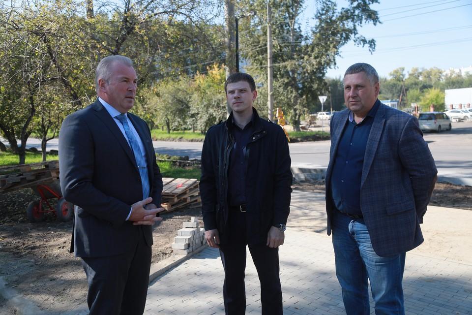 На выездном совещании обсудили ход ремонтных работ на улице Тельмана.
