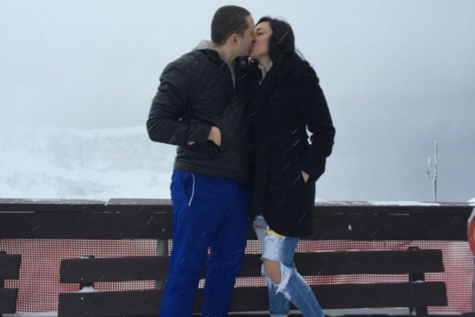 На фото в соцсетях пара казалась счастливой.