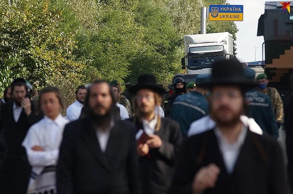 Украина полностью закрыла пункт пропуска, у которого стоят больше 1000 еврейских паломников
