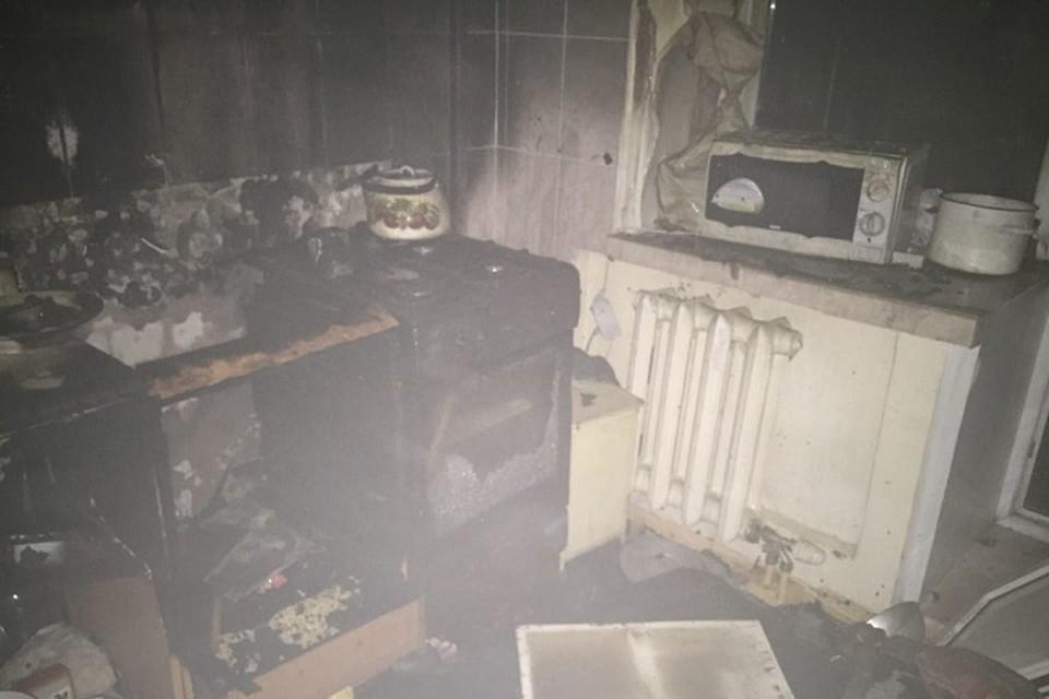 В квартире загорелась кухня.
