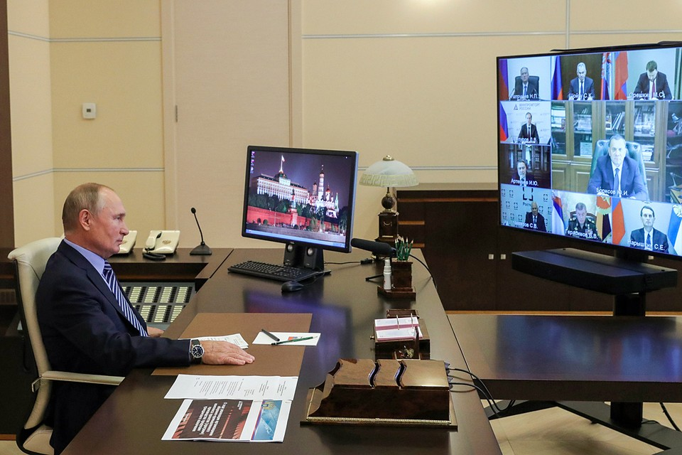 Владимир Путин начал с поздравлений работникам отрасли. Фото: Михаил Климентьев/ТАСС