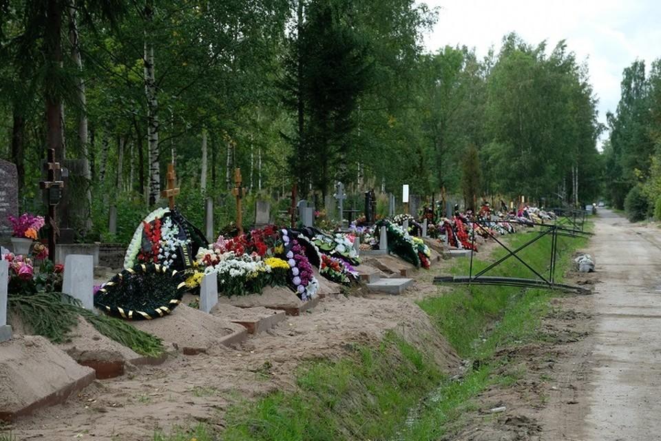 Мэрия Екатеринбурга не будет предоставлять услуги по копанию могил