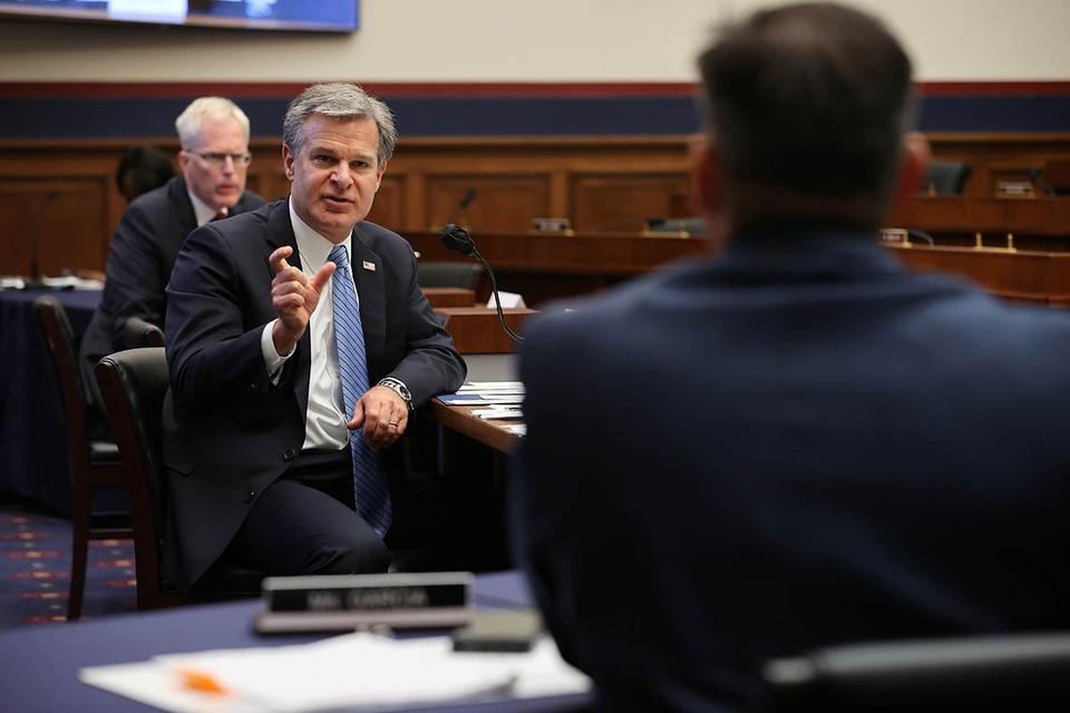 Директор ФБР Кристофер Рэй на слушаниях в комитете по внутренней безопасности Палаты представителей Конгресса США заявил, что Россия «активно проводит кампанию дезинформации против кандидата от демократов Джо Байдена».