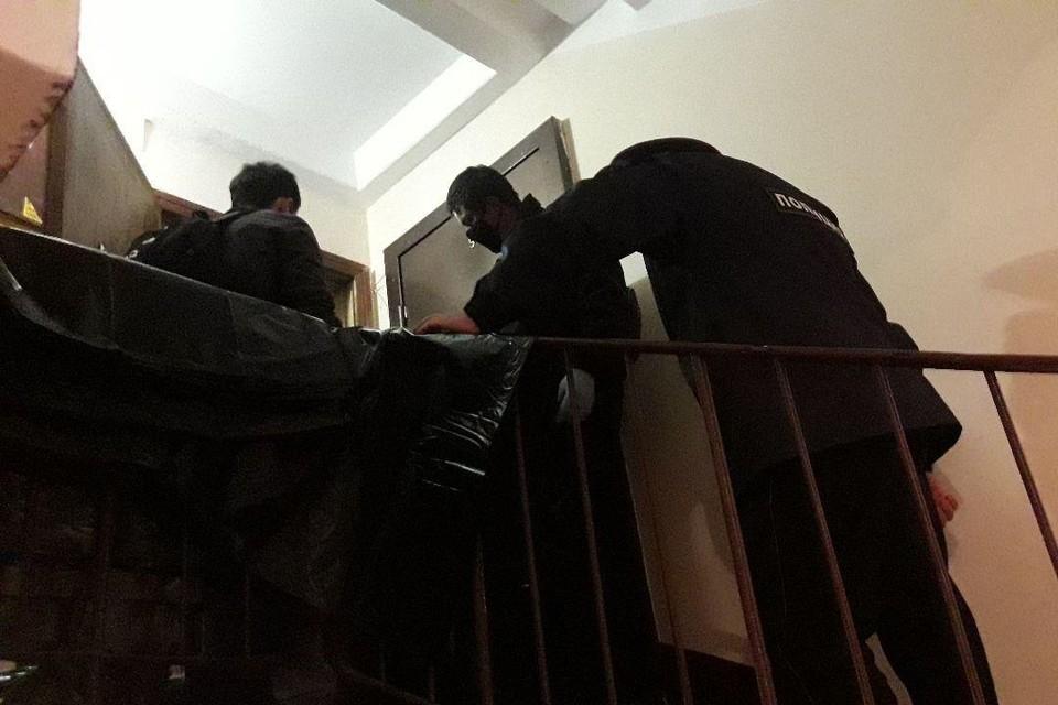 В замусоренной квартире в Купчино нашли второй труп.