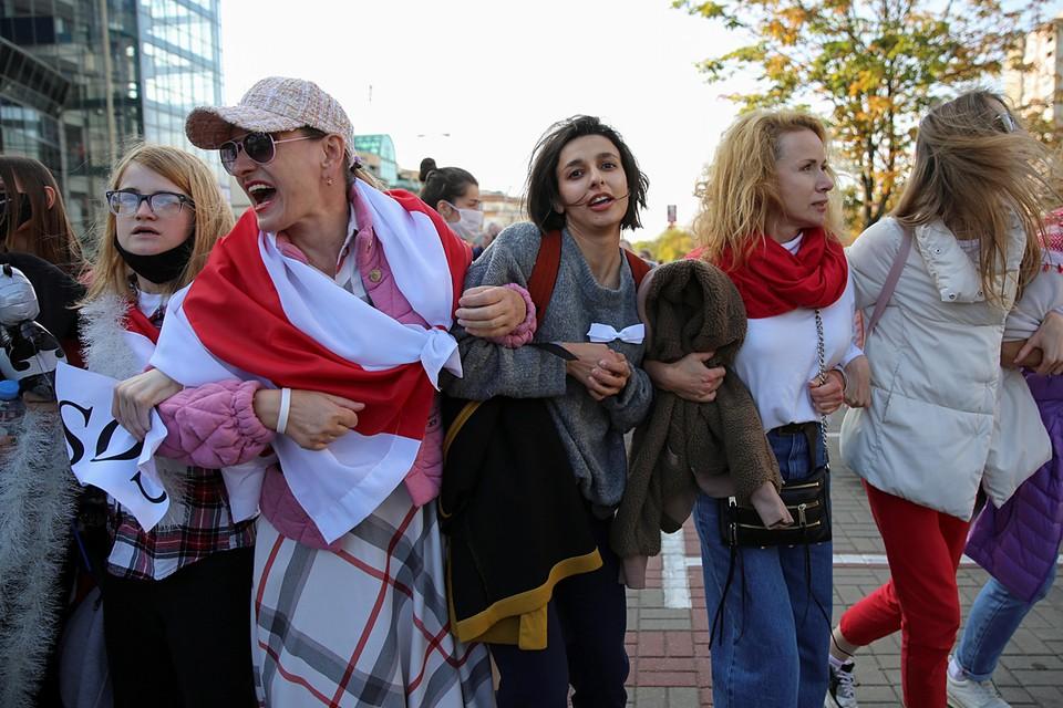 Началось шествие у Комаровского рынка, а потом колонна двинулась в сторону улицы Максима Богдановича