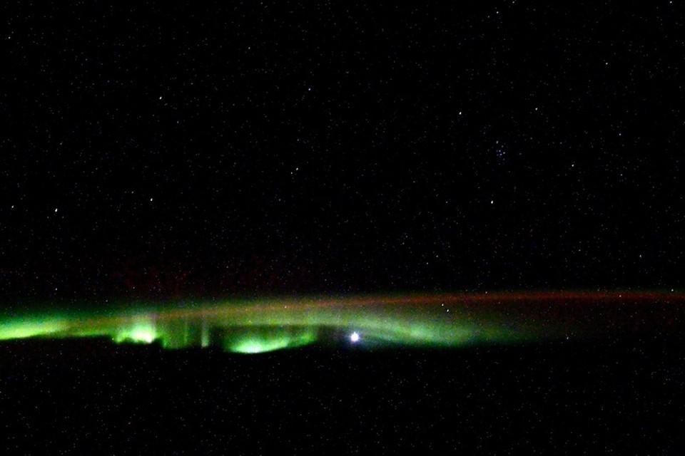 Петербургский астронавт показал фото северного сияния из космоса