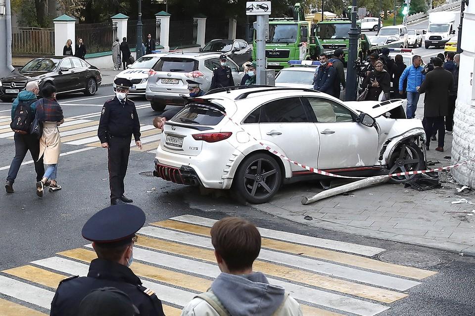 Иначе как жуткой, аварию, которую устроил в Москве 26-летний рэпер Эльмин Гулиев, не назовешь. Фото: Артем Геодакян/ТАСС
