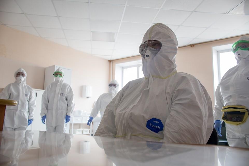 Новую вакцину от коронавируса в первую очередь получат врачи, поскольку они находятся в группе постоянного риска