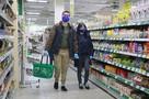 Чтобы заставить россиян носить маски, властям в регионах приходится закручивать гайки