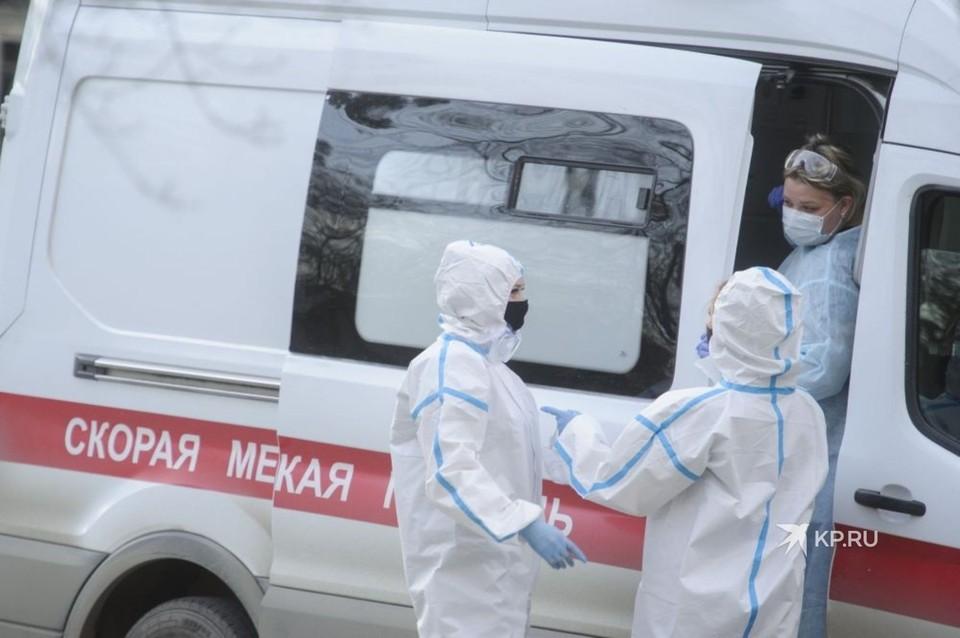 Во время пандемии работникам «скорой» понадобилось 80 тысяч защитных комбинезонов.