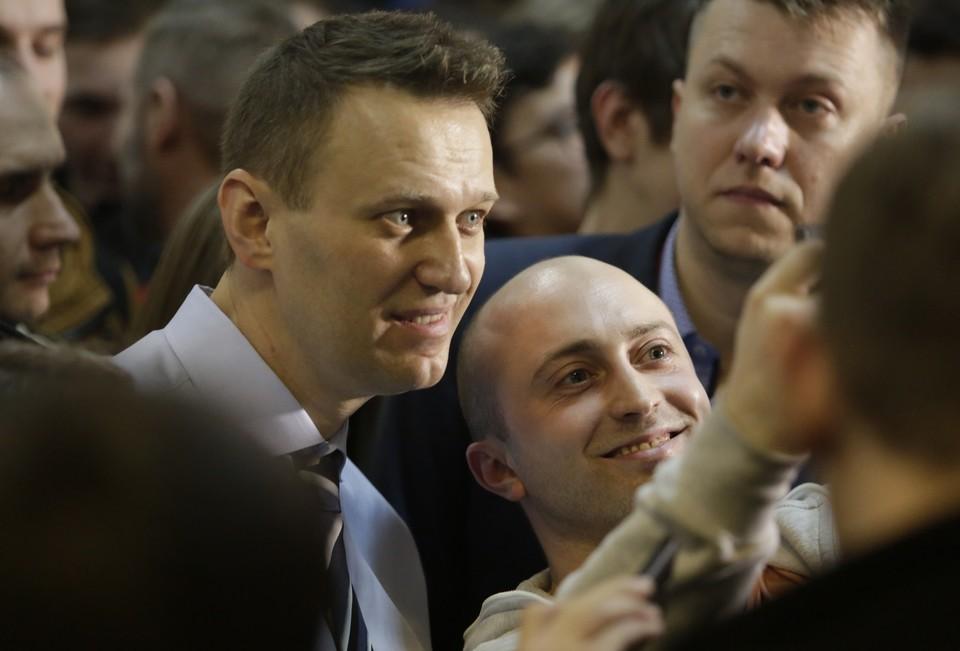 Песков пожелал Навальному скорейшего выздоровления