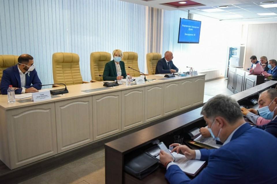 Депутаты рассмотрели 11 вопросов основной повестки дня. Фото: duma.mo-kirov.ru