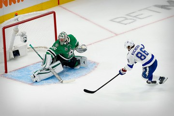 Никита Кучеров подобрался к рекорду Павла Буре: российский форвард лидирует в споре бомбардиров плей-офф НХЛ