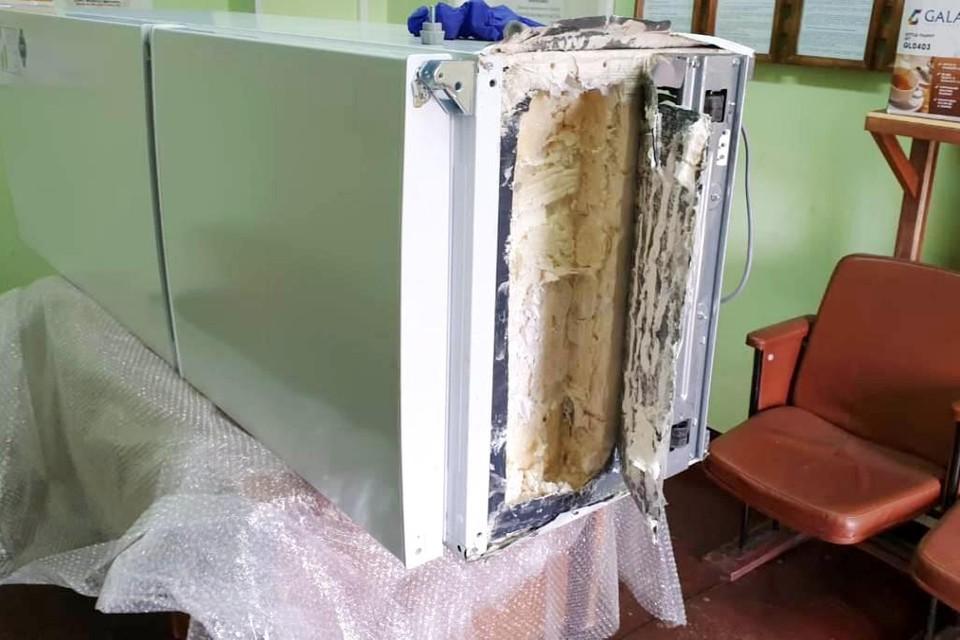 В холодильнике сотрудники колонии нашли много интересного. Фото: УФСИН по Мурманской области