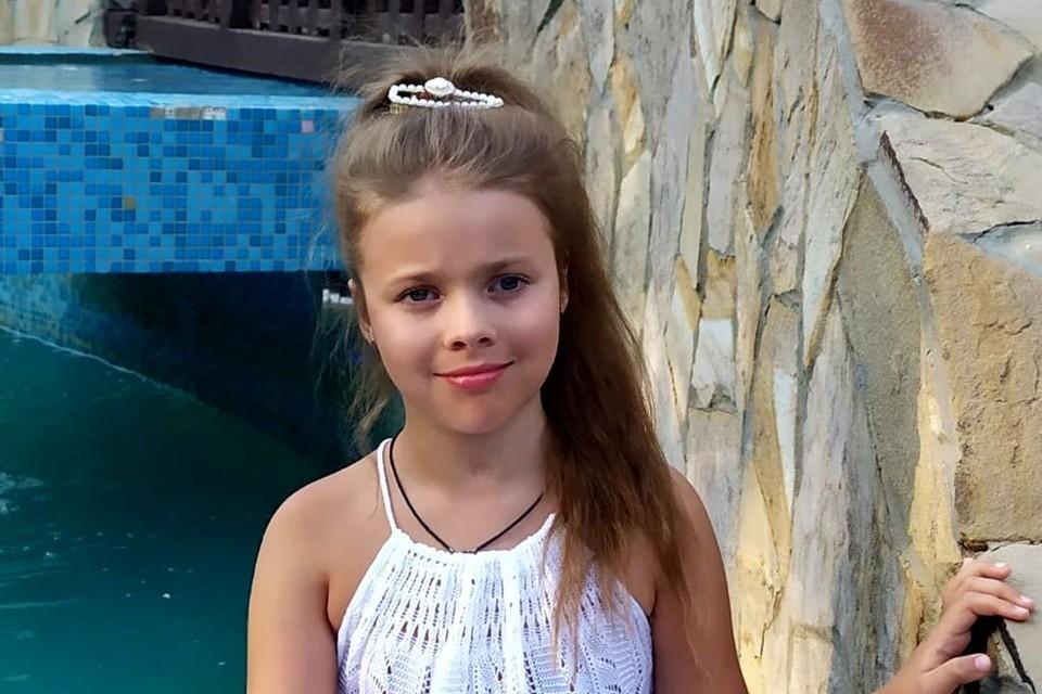 «Она просит меня не плакать»: девочку парализовало после гибели ее мамы