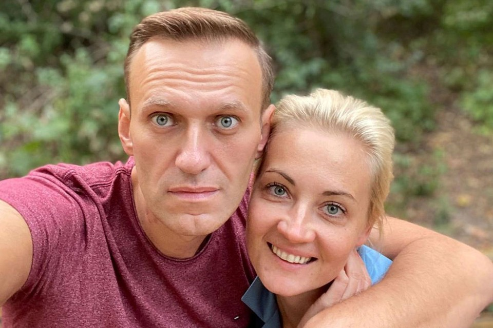 """Выписанный из берлинской клиники """"Шарите"""" российский оппозиционер Алексей Навальный продолжает проходить курс реабилитации в Германии."""