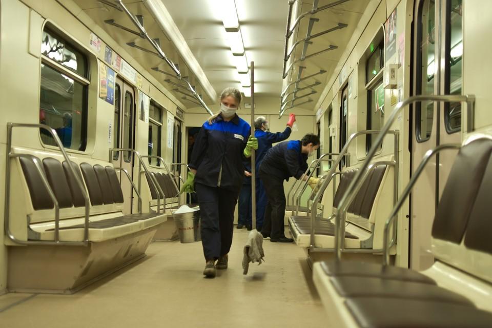В Новосибирске растет заболеваемость COVID-19, дезинфекция в общественном транспорте продолжается