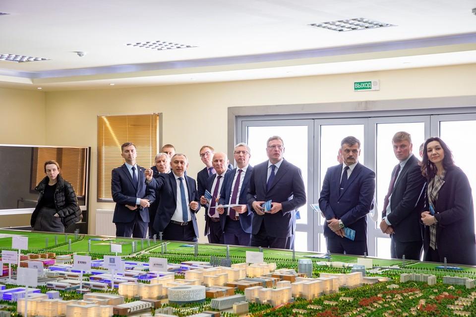 В Белоруссию губернатор уехал с рабочим визитом.