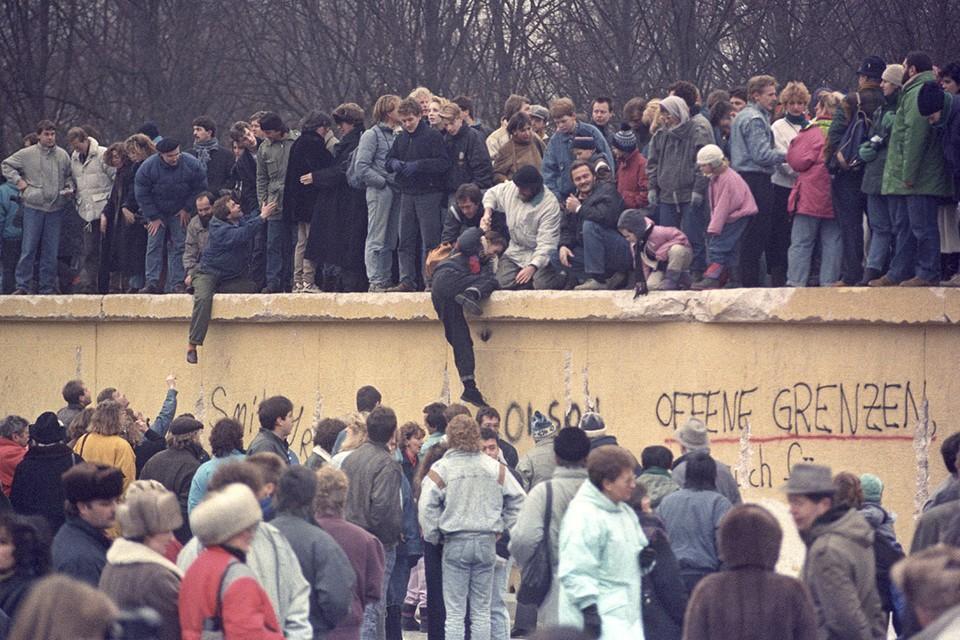 3 октября 1990 года сбылась мечта двух поколений немцев: расколотая холодной войной Германия бескровно объединилась.