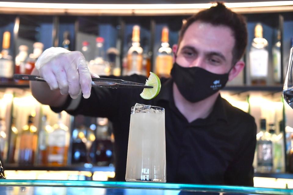 В Москве могут закрыться на карантин бары.