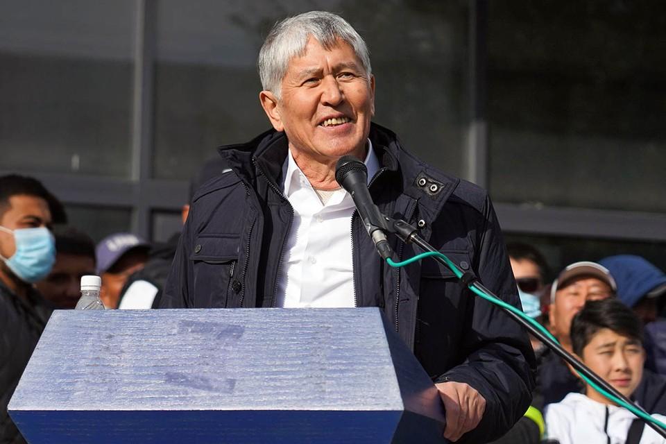 Правоохранители задержали экс-президента Киргизии Атамбаева. Фото: Абылай Саралаев/ТАСС