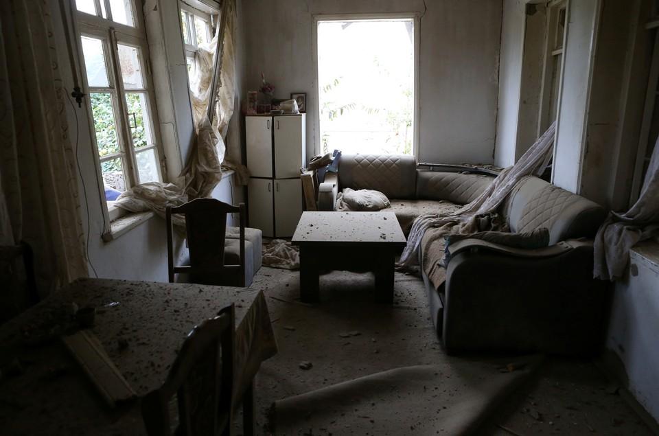 В Азербайджане сообщили о попадании ракеты в жилой дом в Гяндже