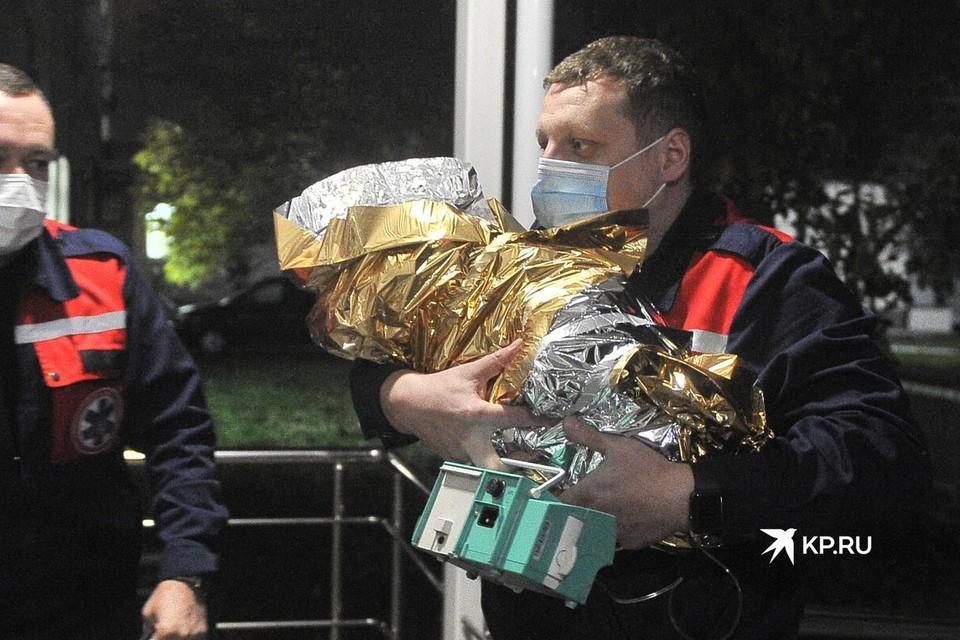 Ребенка доставили в ОДКБ №1 на вертолете.