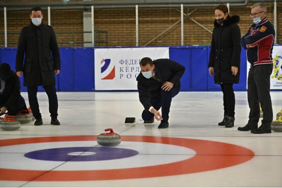 Михаил Дегтярев в Хабаровске посетил первый в России детский турнир по керлингу
