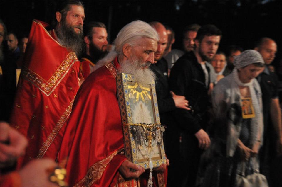 Отец Сергий собирается показать Евгению Куйвашеву как живут и учатся дети при монастыре