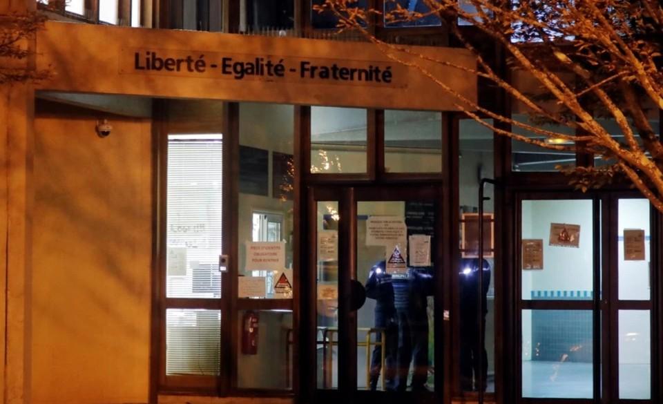 Президент Франции Эммануэль Макрон назвал происшествие террористическим актом.