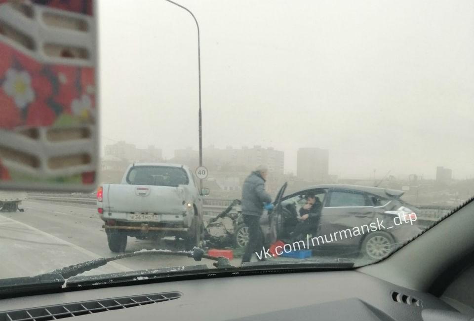 ДТП произошло в туман на мосту через Кольский залив. Фото: vk.com/murmansk_dtp