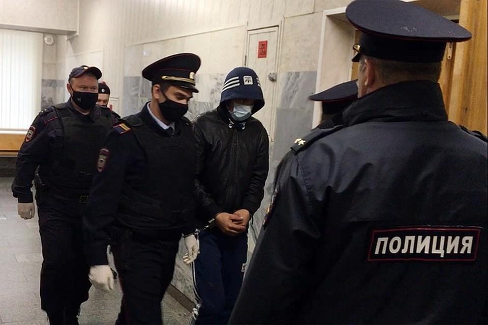 «Комсомольской правде» стали известны новые детали допроса 20-летнего Алексея Азизова - его обвиняют в убийстве школьницы в городе Домодедово.