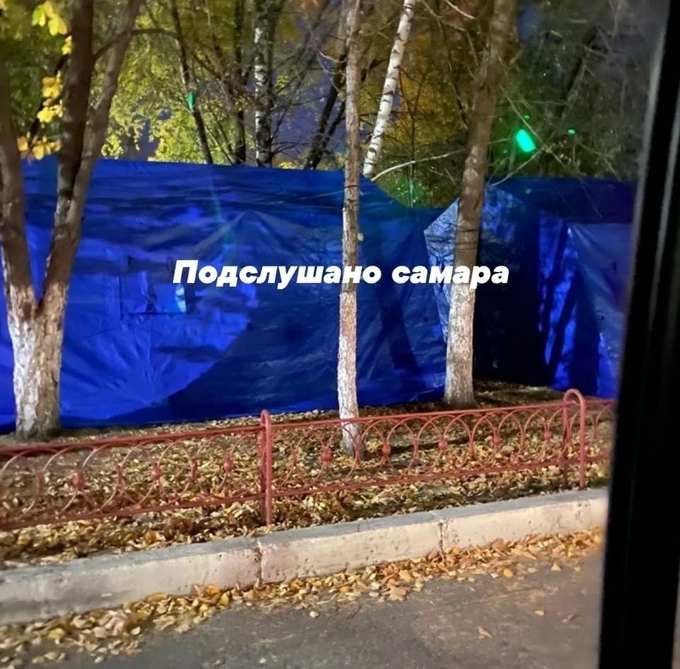 """Палатки у больницы в Самаре. Фото - """"Подслушано   Самара"""""""