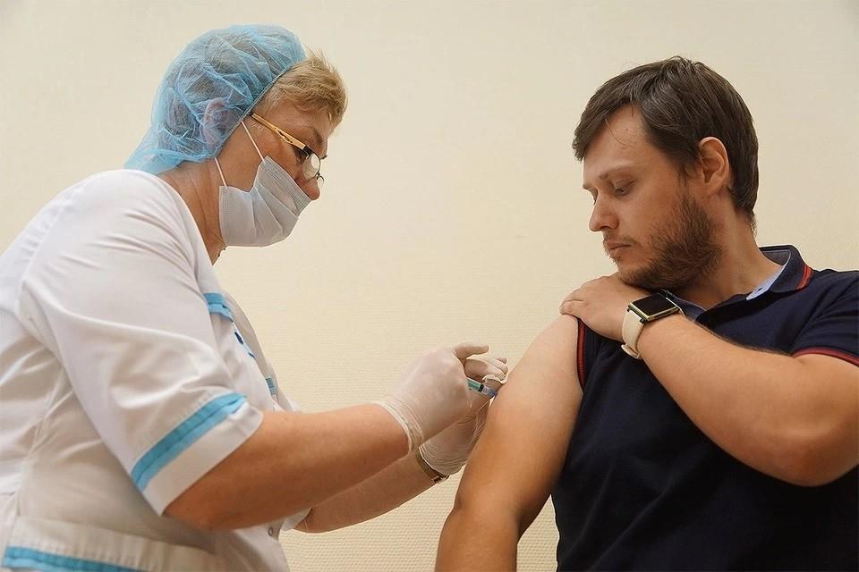 Онищенко назвал плюсы тестирования китайской вакцины от COVID-19 в РФ