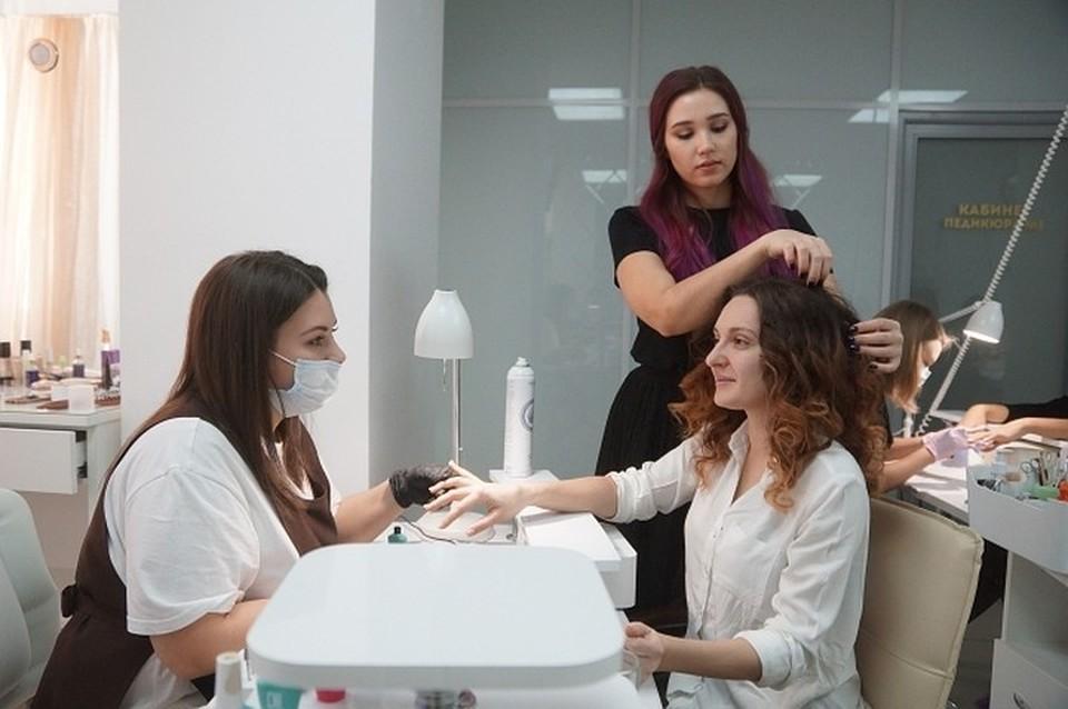 Сотрудники салонов красоты готовы были устраиваться на зарплаты ниже рыночных