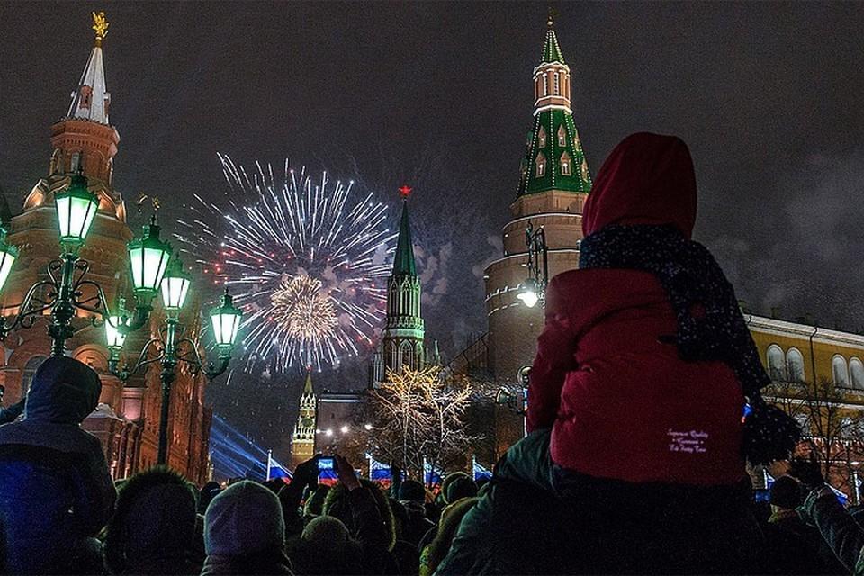 Инфекционист рассказал, как россияне смогут отметить новый год на фоне коронавируса