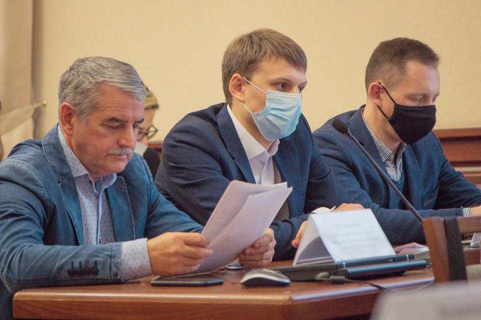 Александр Мухарыцин (слева). Фото: Совет депутатов города Новосибирска.