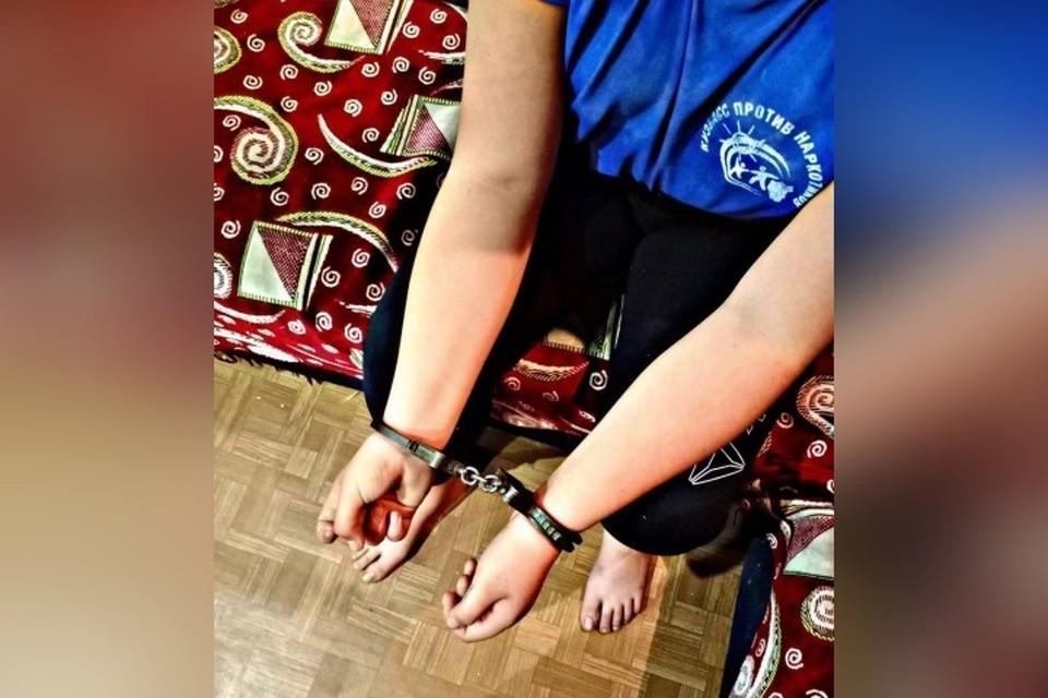 Спасатели освободили закованную в наручники девочку в Кузбассе. ФОТО: пресс-служба Кемеровской областной поисково-спасательной службы ГКУ «Агентство по защите населения и территории Кузбасса».