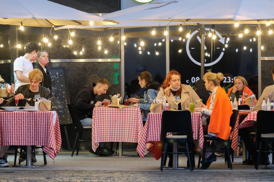 Работа предприятий общепита в ночное время приостанавливается до 29 ноября в Петербурге